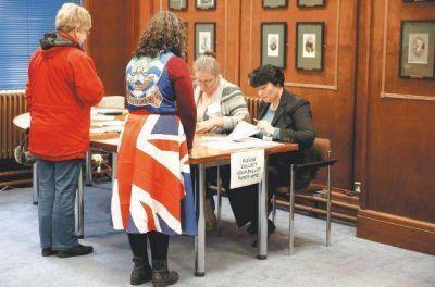 El referéndum kelper en las Malvinas concluyó con previsible triunfo del Sí