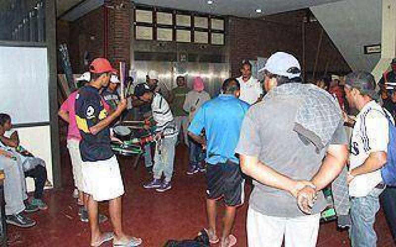 ATE y vecinos del barrio La Victoria ocuparon la Municipalidad