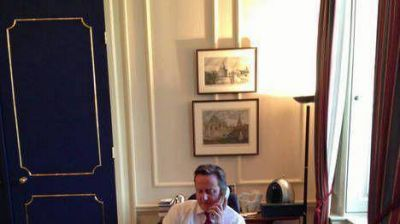 """Cameron: Argentina debe """"respetar"""" el deseo de los isleños"""