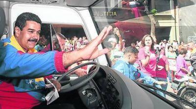 """Maduro: """"Chávez fue envenenado por fuerzas oscuras que querían salir de él"""""""