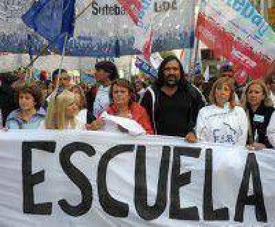 """La Provincia sospecha de """"motivaciones políticas"""" detrás de los paros docentes"""