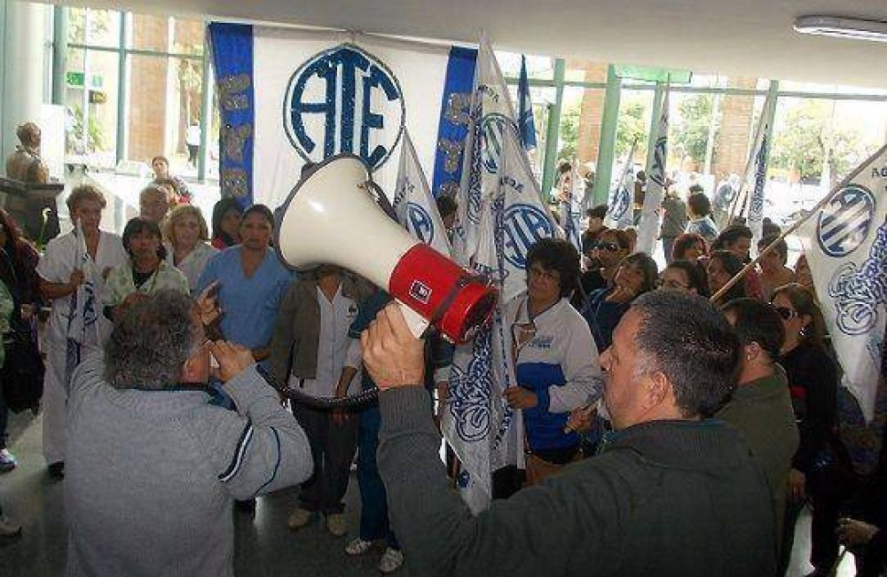 Asamblea de los trabajadores de ATE en el Hospital de San Isidro
