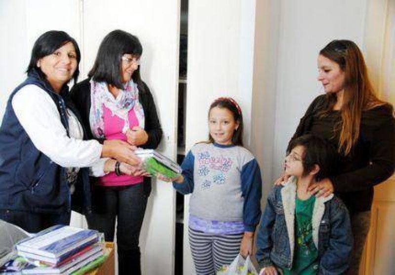 Sanidad ya lleva entregados 700 kits de útiles escolares a los hijos de sus afiliados