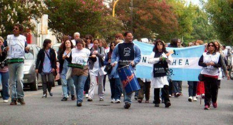 Ruidosa manifestación docente en el centro por reclamo salarial