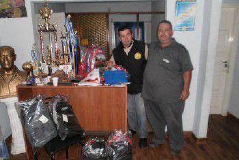SUPETAX continúa entregando útiles escolares a sus afiliados