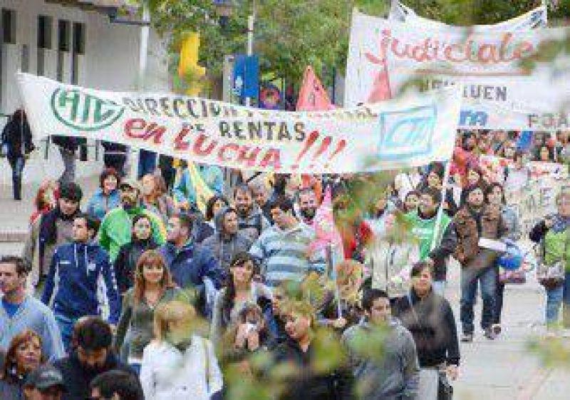 Numerosa marcha de estatales