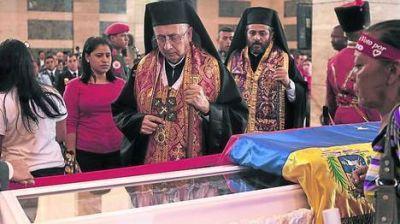 Trasladan el cuerpo de Chávez hasta el Cuartel de la Montaña
