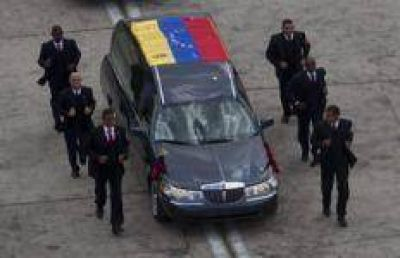 Trasladan a Chávez al Cuartel de la Montaña