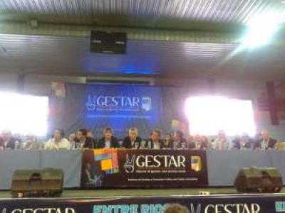 Gioja y gobernadores justicialistas pidieron la re reelección de CFK