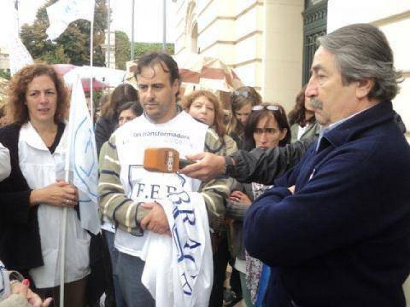 Tras la marcha, los docentes fueron recibidos por el Intendente San Pedro