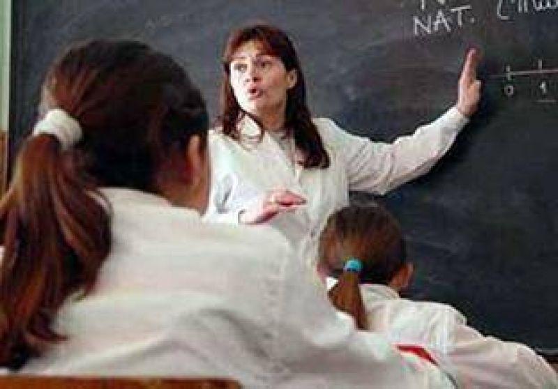 Los docentes seguirán de paro.