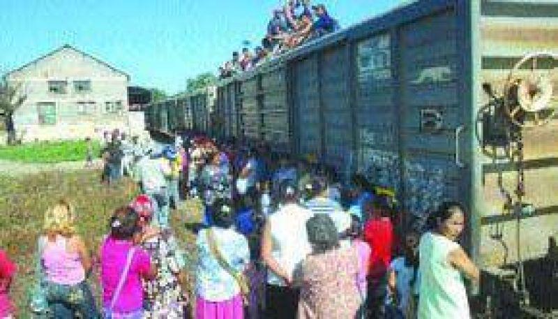 El tren varado en Embarcación en el medio de una disputa política