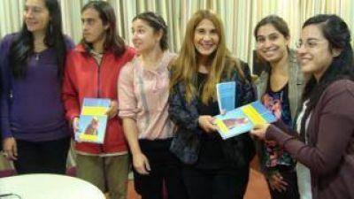 Educación entregó bibliografía sobre los desaparecidos en la dictadura militar