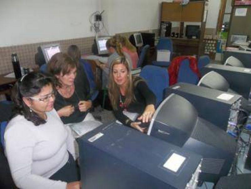Vocales del CGE y AGMER asesoraron a docentes locales