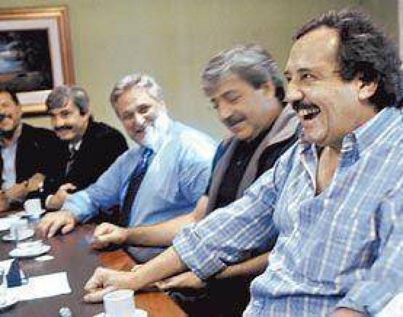 La UCR juega fuerte: juntará a Cobos y a Carrió en su Convención Nacional