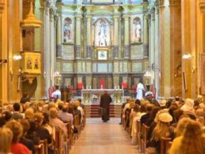 En la Catedral, los puntanos festejaron con una misa la asunción de Francisco