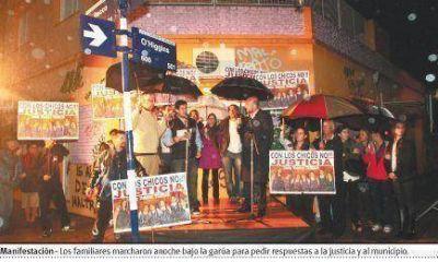 Protesta de los padres del jardín Tribilín para que la justicia actúe