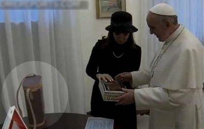 El porta termo que le regalaron al Papa fue hecho en Córdoba