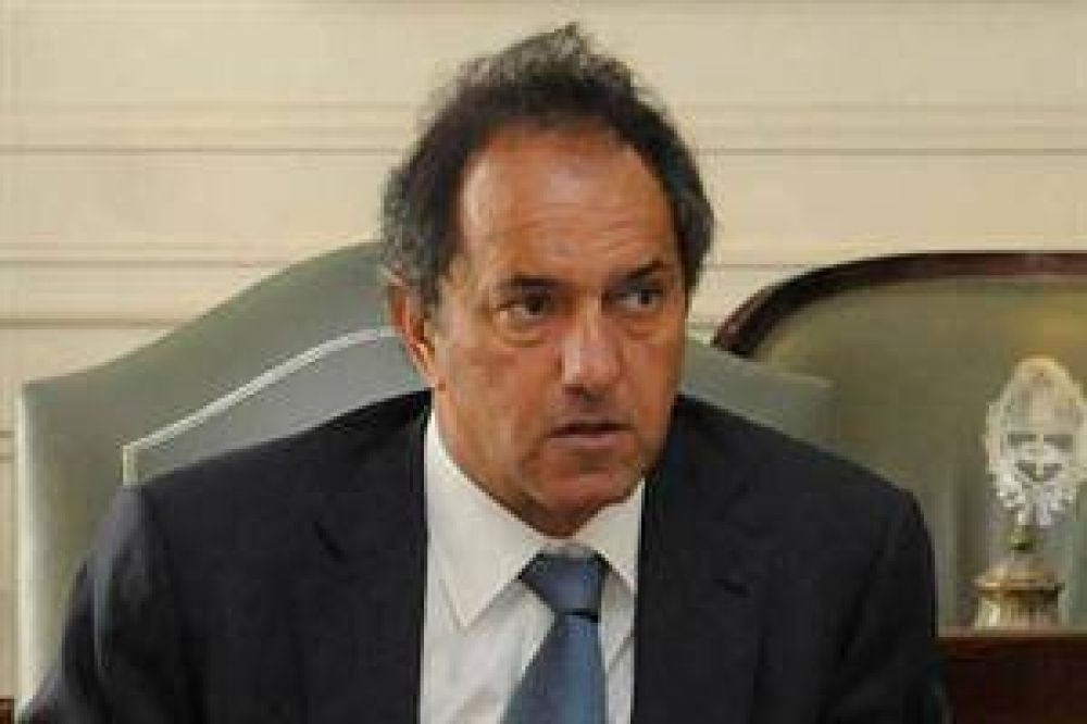 En medio de los paros, Scioli acordó con dos gremios estatales