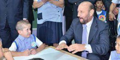 Insfrán inauguró un Jardín de Infantes
