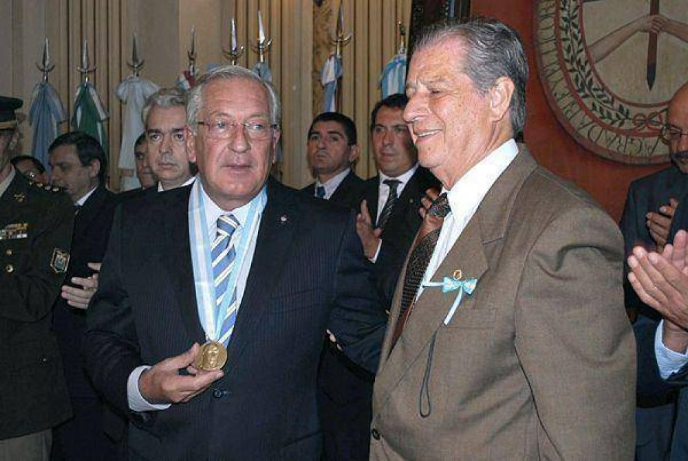 "Tecchi exaltó la actitud de Belgrano al ""superar la pobreza e impulsar el desarrollo"""