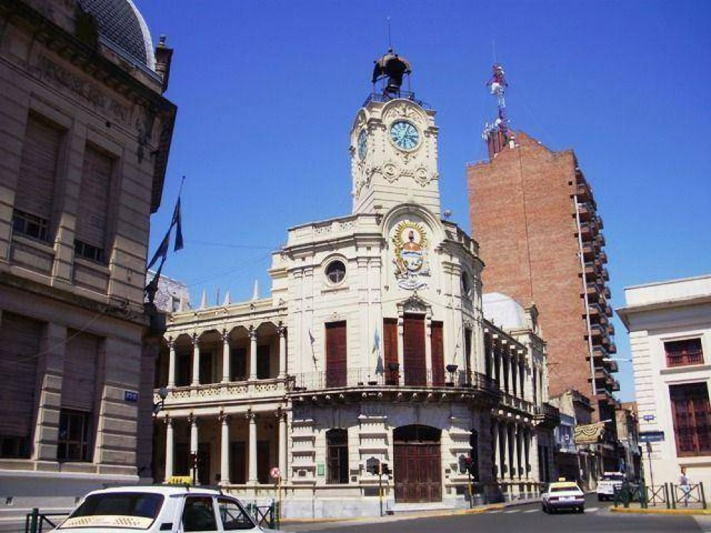 Denuncian a empleado municipal de la Unidad 2 por concurrir armado y amenazar a compañeros