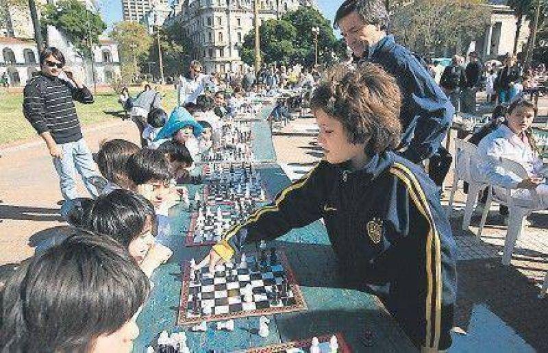 Se extiende la práctica del ajedrez en las escuelas