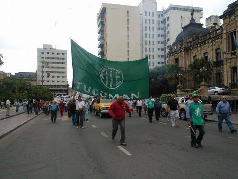 Estatales movilizaron en el microcentro tucumano