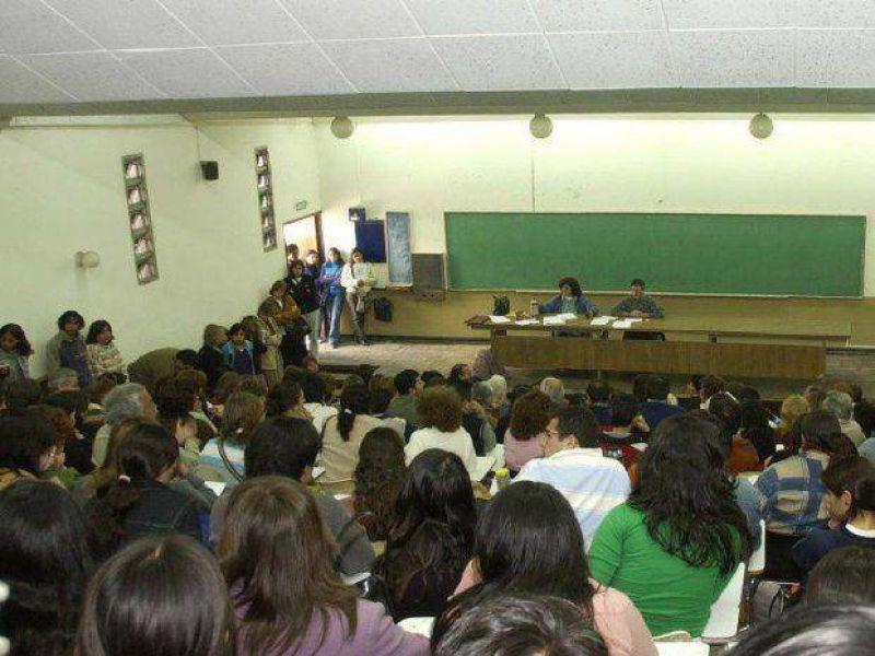 El 70% de los docentes de Adiunsa paró ayer
