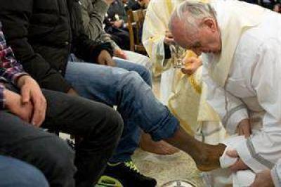 """Francisco: """"Lavar los pies significa decir yo estoy a tu servicio"""""""