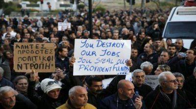 Europa amenaza con incautar más depósitos a los ahorristas