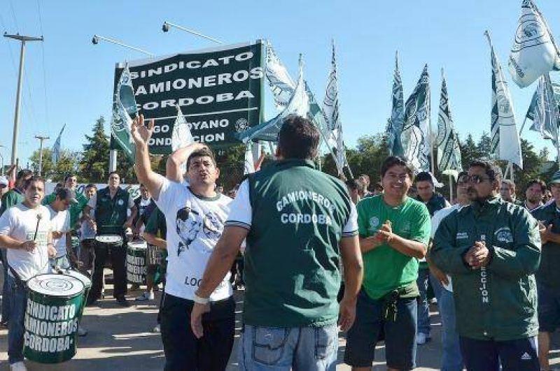 Supermercadistas piden �urgente� intervenci�n de las autoridades en el conflicto con Camioneros