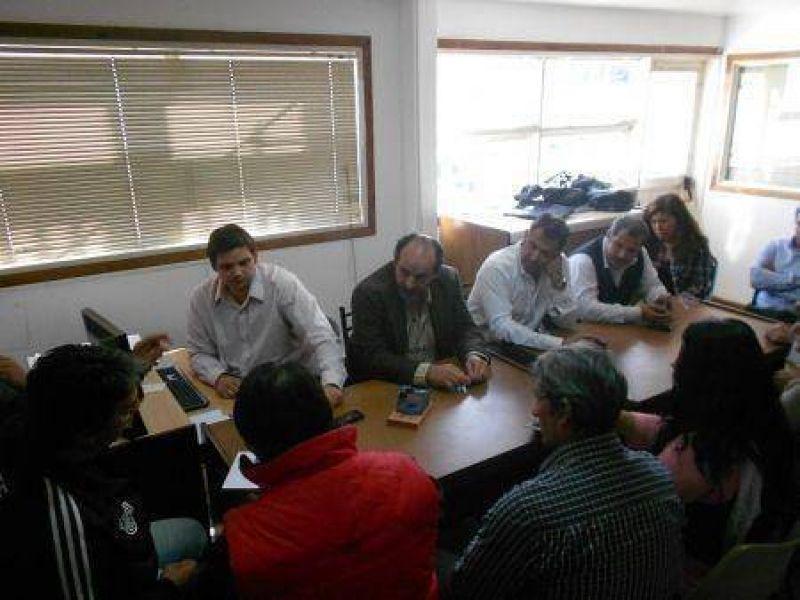 Zanone anunció la decisión de suspender el decreto que otorgó un aumento del 23%