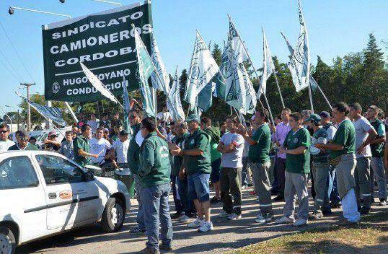 Camioneros amenazó con paralizar la planta de La Serenísima en Buenos Aires