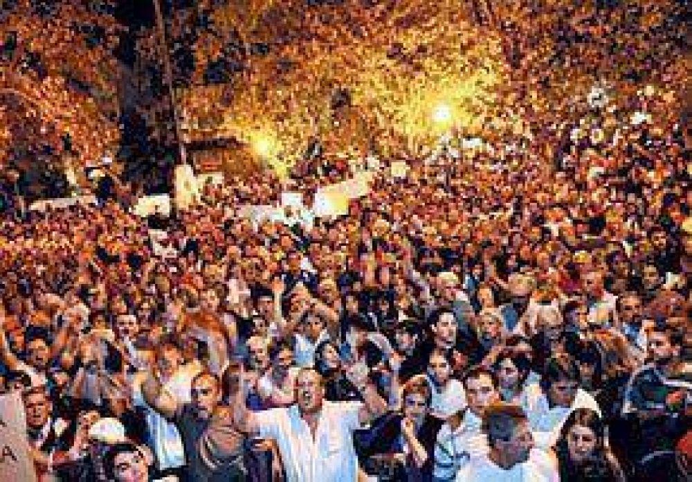 CRIMEN EN VALENTIN ALSINA Bronca y debate: Una multitud marchó por el asesinato del chofer