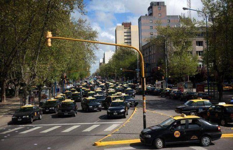 Firman acuerdo para financiar la renovación de una parte de la flota de taxis de Mar del Plata