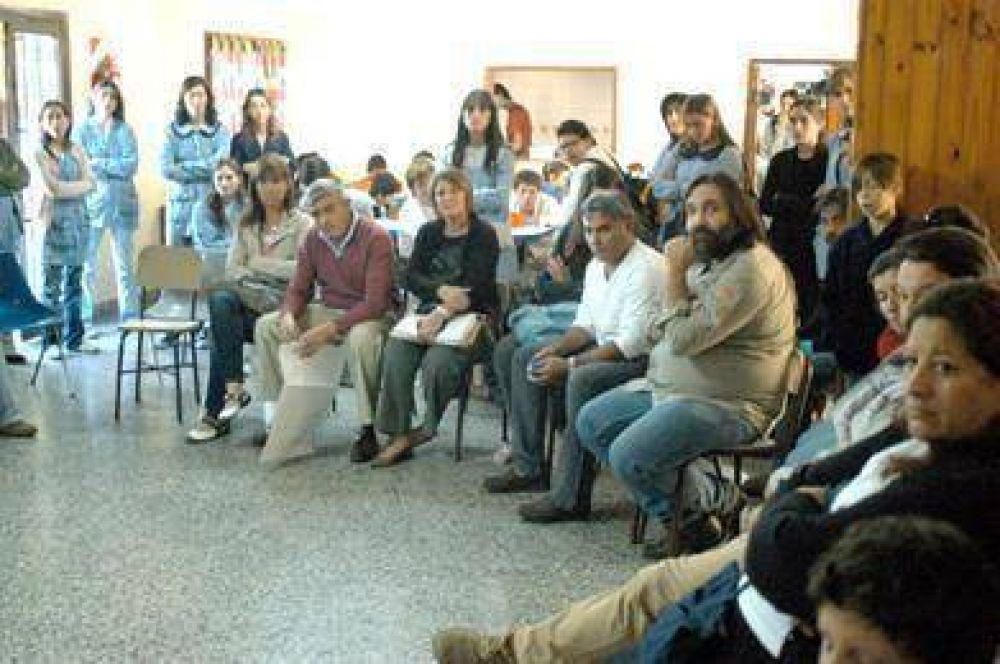 Vinieron Baradel y miembros de Infraestructura en plena polémica por la escuela 501