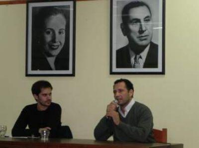 """Dante Palma presentó el libro """"El Adversario"""" en el Partido Justicialista de Dolores"""