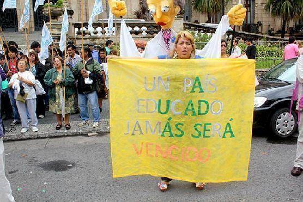 Docentes tucumanos en estado de alerta y movilización