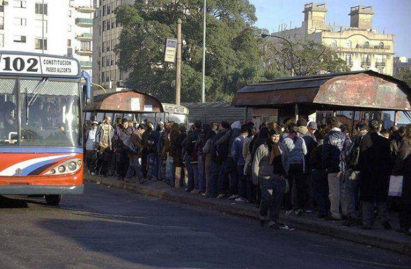 La UTA amenaza con un paro de transporte en todo el país