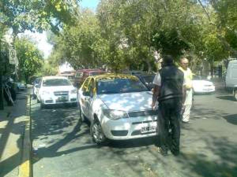 Trabajo de la Naci�n y Polic�a Federal salen a controlar que taxistas est�n registrados