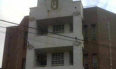 La sede del PJ misionero está tomada en reclamo de unidad