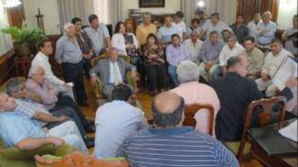 El gobierno provincial logró cerrar la paritaria salarial con todos los gremios