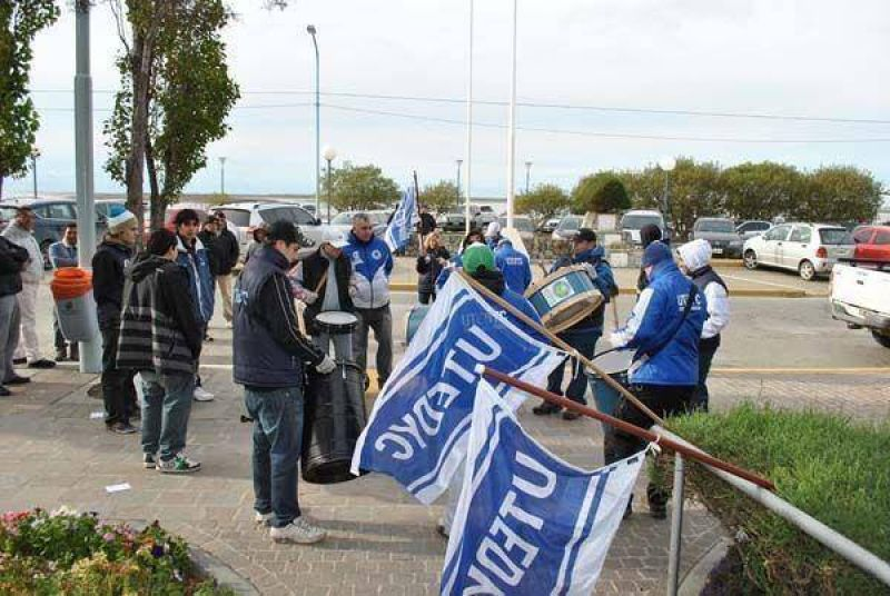 """UTEDYC reclama regularización de empleados de """"Déjalo Ser, Déjame Ser"""""""