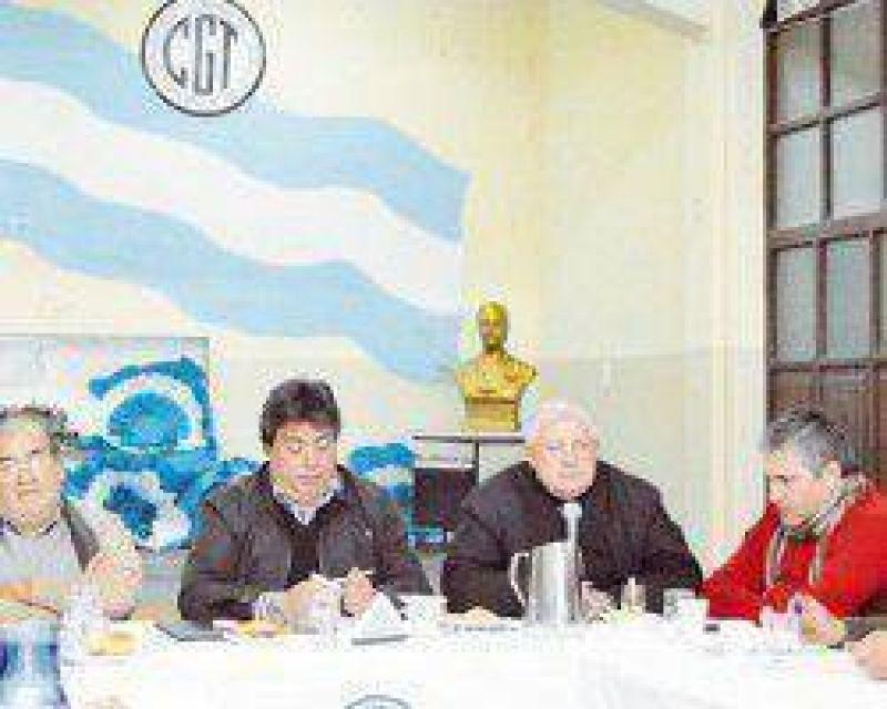 Gioja se reunió con dirigentes de la CGT pero Enrique Castro no fue invitado