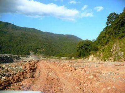 Trabajos para mejorar el camino entre Chañi y León