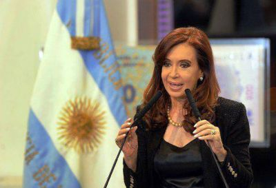 """Cristina felicitó al """"sucesor"""" de Chávez y a Venezuela"""