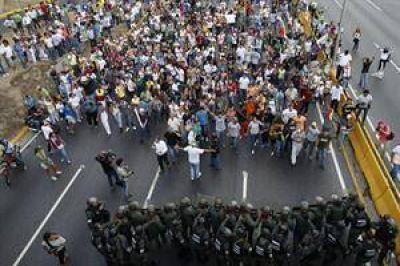 Protestas y amenazas en Venezuela: Maduro se niega al recuento de votos