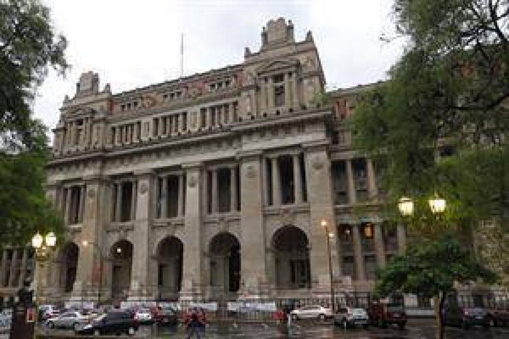 Con la presencia de Moyano, los judiciales protestan frente a Tribunales contra la reforma