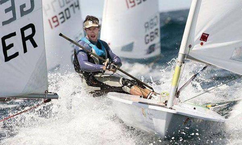 Yachting: Julio Alsogaray, líder en Francia.